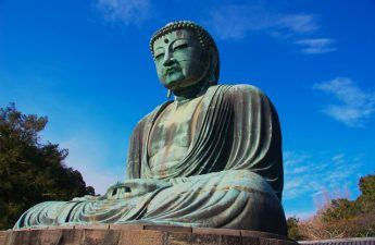 great-buddha-statue-of-kamakura-surrounded-by-blue-skies